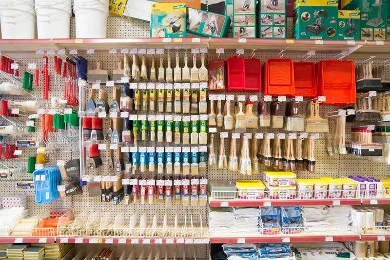Materiales de pintura, brochas, rodillos...